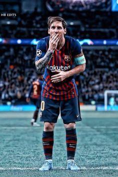 Lionel Messi sends a kiss to FC Barcelona Messi And Ronaldo, Messi 10, Cristiano Ronaldo, Messi Pictures, Messi Photos, Lionel Messi Barcelona, Barcelona Football, Madrid Barcelona, Messi Beard