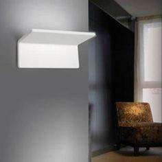 Artemide lámpara de aplique Cuma 20. Los mejores precios en primeras marcas de iluminación y mobiliario. http://ambientsiluminacion.com/apliques-pared/56-cuma-20.html?search_query=artemide&results=48