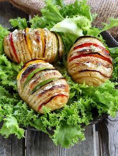 Des pommes de terre à la suédoise farcies aux poivrons et fromage frais à servir en guise d'accompagnement.