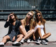 Besties sisters model girl photo shoot picture model pretty summer break vacation outfit inspiration