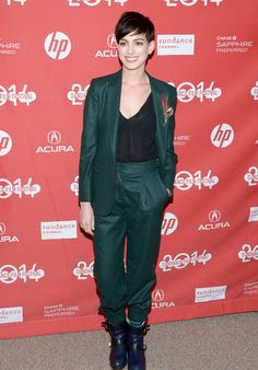 Click here to see Anne Hathaway's great green suit on the red carpet.