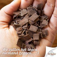 Een handje vlokken.  #deruijter #vlokken #chocolade #liefde