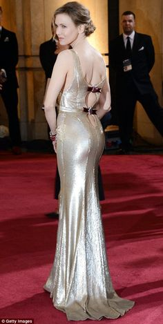 Renee Zellweger in a shimmering gold Carolina Herrera creation. Looks like old Hollywood glamour to me.