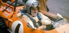 Bruce McLaren was a race driver from New Zealand who drove his own cars in various races, becoming famous through his own McLaren team. Indy Car Racing, Indy Cars, Racing Team, Grand Prix F1, Mclaren Formula 1, Bruce Mclaren, Mclaren Cars, Mc Laren, Vintage Racing