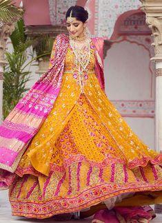 Bridal Mehndi Dresses, Bridal Dress Design, Bridal Gowns, Pakistani Wedding Outfits, Pakistani Bridal Dresses, Pakistani Mehndi, Pakistani Clothing, Shadi Dresses, Designer Anarkali