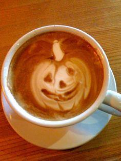 pumpkin latte art! BRINANA MAKE ME DIS
