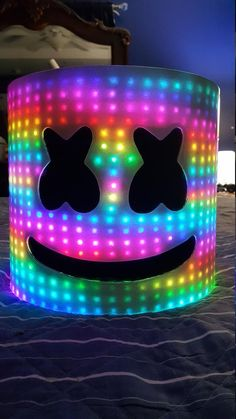 Marshmello Dj Helmet (OVER leds)Get it in time for Halloween! Joker Wallpapers, Gaming Wallpapers, Marshmello Helmet, Dj Marshmello Costume, Marshmello Dj, Cartoon Wallpaper, Iphone Wallpaper, Marshmallow Pictures, Marshmello Wallpapers