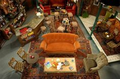 Photos: Photos: On Set with *Friends* Back in the Central Perk set Friends Cafe, Serie Friends, Friends Show, Friends Moments, Online Friends, Friends Apartment, Hallowen Ideas, Joey Tribbiani, Friends Wallpaper