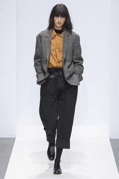 Margaret Howell Fall 2019 Ready-to-Wear Fashion Show - Vogue Margaret Howell, Fashion Week, Fashion Outfits, Womens Fashion, Fashion Top, Cheap Fashion, Vogue Paris, Cardigan Blazer, Street Style Vintage