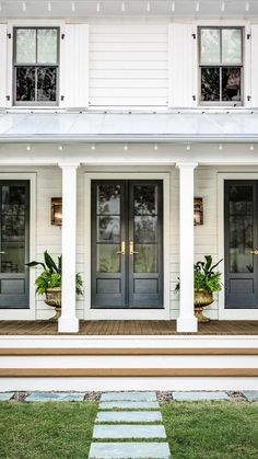 Farmhouse Patio Doors, Farmhouse Front Porches, Modern Farmhouse Exterior, Cottage Exterior, Modern Front Porches, Modern Front Door, Curb Appeal Porch, Outdoor French Doors, Double French Doors