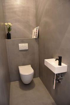 PAULUS12 / Duplex Penthouse 3.1 te koop in Antwerpen / Architect Hans Verstuyft / Interior Philippe Brems & Gitte Van Hasselt / Toilet in Grey Betonciré, Black Vola and White Corian Sink: