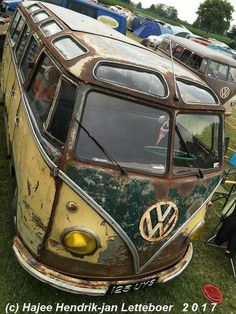 One Stop Classic Car News & Tips – Worldwide classic cars. Vw Camper Bus, Volkswagen Minibus, Volkswagen Type 2, Vw T1 Samba, Kombi Food Truck, Kombi Pick Up, Combi Ww, Combi Split, Kdf Wagen