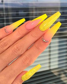 Best Yellow Nail Art Designs for Summer 2019 Cute Yellow coffin nails between ombre, glitter, and Fr Acrylic Nails Yellow, Yellow Nail Art, Bling Acrylic Nails, Acrylic Nails Coffin Short, Summer Acrylic Nails, Best Acrylic Nails, Nail Summer, White Nails, Glitter Nails