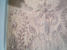 Jubela   Na Idade Média os bordados eram uma arte efectuada por grandes profissionais, na maioria masculinos. Embora existisse um reduzid...