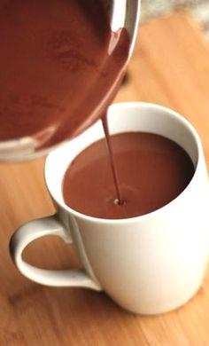 8 once (due di 4 once bar) di cioccolato fondente  4 tazze di latte intero  1 cucchiaio. zucchero di canna (o altro dolcificante) + di più se si vuole  pizzico di sale**********