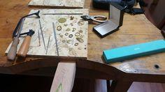 Öğrencilerimiz elleri alışana dek çalışmalarını pirinç madeni ile yaparken ondan sonra Gümüş ya da Altınla tasarımlarını üretmeye devam ediyorlar  #atölye #atolye #kuyumculuk #jewelryatelier #kuyumculukatolyesi #workshop #workshops #tasarim #tasarım