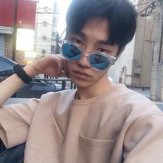 Discover and share the most beautiful images from around the world Kim Sun, Most Beautiful Images, Asian Boys, Bad Boys, Ulzzang, Find Image, We Heart It, Boy Or Girl, Round Sunglasses