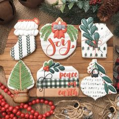 Farmhouse Christmas Advanced Beginner Online Class – 6 B's Creations Snowman Cookies, Christmas Cookies, Christmas Desserts, Christmas Treats, Christmas Recipes, Christmas Biscuits, Fall Cookies, Heart Cookies, Iced Cookies