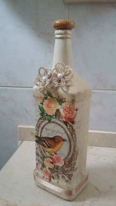 Water Bottle Crafts, Wine Bottle Art, Painted Wine Bottles, Diy Bottle, Vintage Bottles, Bottles And Jars, Glass Bottles, Bottle Vase, Decoupage Glass