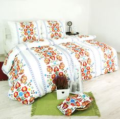 Dotvorte svoju spálňu týmito bavlnenými obliečkami Folk s moderným vzorom. Sú vyrobené zo 100 % bavlny delux. Potešia vás svojou jemnosťou, trvácnosťou a hustotou tkania. Folk, Comforters, Blanket, Bed, Creature Comforts, Quilts, Popular, Stream Bed, Forks