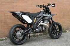 "Racing Cafè: Honda CR 500 ""Black Diamond"" by Taffy Racing - Autos Online Triumph Motorcycles, Custom Motorcycles, Custom Bikes, Cars And Motorcycles, Street Bikes, Road Bikes, Street Legal Dirt Bike, Bobbers, Hd 883 Iron"