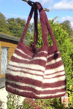 Ravelry: Kewb Felted Bag pattern by Elizabeth Jarvis