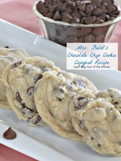 Field& Chocolate Chip Cookie Copycat Fabulous copycat recipe for Mrs. Use only the BEST ingredients. Bake 9 minutes--no longer! Uses 1 bags chocolate chips. Mrs Fields Chocolate Chip Cookies, Best Chocolate Chip Cookie, Mrs Fields Cookies, Nutrition, Holiday Baking, Clean Eating Snacks, Chocolate Recipes, Chocolate Chocolate, Healthy Chocolate