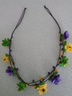 Love Crochet, Crochet Flowers, Flower Garlands, I Feel Pretty, Diy Cleaning Products, Knit Beanie, Diy And Crafts, Projects To Try, Beaded Necklace
