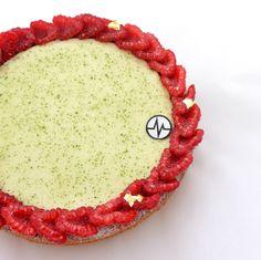 "Fantastik ""Jardin d'été""  (Framboise, Verveine, Citron) Pastry Design, French Patisserie, Macarons, Food Photography, Deserts, Cookies, My Favorite Things, Sweet Stuff, Tarts"