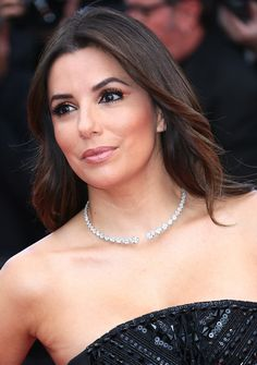 Eva Longoria - 'Money Monster' Premiere Eva Longoria took a streamlined approach to the collar necklace trend, wearing a slim diamond reverse choker from Messika with her Pamella Roland gown.