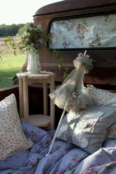 Almost a carriage ride~ Imagine cozying up at staring at the stars....best picnic spot too!