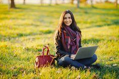 Inbound Marketing, Mail Marketing, Facebook Marketing, Marketing Digital, Brunette Girl, Drawing Techniques, Pinterest Marketing, Photo Library, Stock Photos