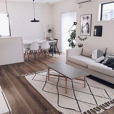 清潔感のある家ってどんな家でしょうか。キレイに片付いている家?物が少ない家?清潔感のある家を目指している方は多いと思いますが、実際にどこをどうしたらいいのかは、意外と難しいものですよね。今回は、清潔感のある家を実現されているRoomClipユーザーさんの実例とともに、清潔感を演出するポイントをご紹介します。