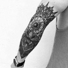 Mandala tattoo shine elbow tattoos, mandala tattoo design и Mandala Tattoo Design, Mandala Tattoo Mann, Mandala Tattoo Sleeve, Tattoos Mandala, Elbow Tattoos, Maori Tattoos, Forearm Tattoos, Body Art Tattoos, Sleeve Tattoos
