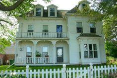 Prince Edward Island/my dream house Beautiful Homes, Beautiful Places, Irish Cottage, Island Tour, Prince Edward Island, Victorian Homes, Folk Victorian, Modern Buildings, My Dream Home
