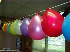 Aftellen naar de vakantie. Elke dag mag een leerling in een ballon prikken.