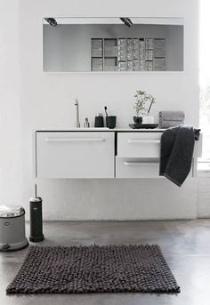 A stylish modern bathroom you can have by giving a touch of minimalist. Oval bathtub, shower, glossy wall beneficial to create a modern minimalist bathroom Laundry In Bathroom, White Bathroom, Bathroom Interior, Modern Bathroom, Minimal Bathroom, Bathroom Bath, Bath Tub, Charcoal Bathroom, Bathroom Ideas