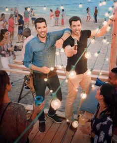 """Drew Scott on Twitter: """"Get ready for the ultimate brotherly competition...beach edition! Mark your calendars because #BroVsBro premieres May 31 9p ET/PT on @hgtv 🏖 https://t.co/lBgKCYLnYt"""""""