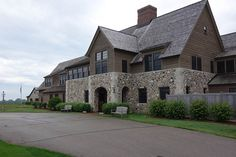http://www.criticalgolf.com/wp-content/images/resorts/erin-hills-clubhouse-600_400f.jpg