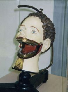 Dental phantom.  Dental students used this one in the late 1800's.