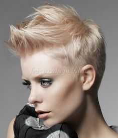 Have no new ideas about pixie hair styling? Find out the latest and trendy pixie hairstyles and haircuts in Check out the ideas at TheRightHairstyles. Faux Hawk Hairstyles, Funky Hairstyles, Short Hairstyles For Women, Short Haircuts, Popular Haircuts, Wedding Hairstyles, Hair Styles 2014, Short Hair Styles, Sassy Hair