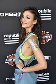 Victoria Justice sideboob - Google Search