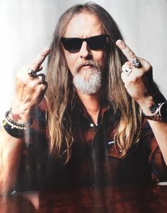 Jerry Cantrell has a message for the haters Chris Cornell Live, Mike And Mike, Jerry Cantrell, Mad Season, Temple Of The Dog, Stone Temple Pilots, Layne Staley, Skull Wallpaper, Alice In Chains