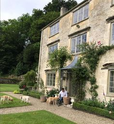 Justin Van Breda in the Cotswolds (Habitually Chic) English Country Decor, Country Style, Farmhouse Style, Country Bumpkin, Interior Garden, Interior And Exterior, Interior Design, Front Path, Georgian Homes