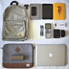 What& in your bag? What In My Bag, What's In Your Bag, Mochila Edc, Inside My Bag, What's In My Backpack, What's In My Purse, Urban Bags, Purse Essentials, Edc Gadgets