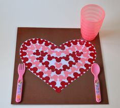 Easy Disney Craft - DIY Mickey Mouse Placemat from MouseEarsMom.com