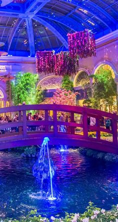 The amazing Bellagio Gardens! Click though to read the top 10 things to see in Las Vegas, Nevada!