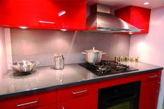Les 37 meilleures images du tableau cuisine rouge et grise sur pinterest kitchens red kitchen - Cuisine rouge et grise ...