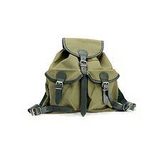 Kleiner Wander-Rucksack aus Segelleinen in Grün, nach alten Mustern handgefertigt, leicht und wasserdicht – jetzt bei Servus am Marktplatz kaufen.