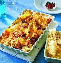 zapečené brambory se zelím Sauerkraut, Cooking Recipes, Healthy Recipes, Cast Iron Cooking, Eat Smarter, Gnocchi, Main Meals, Casserole Recipes, Chicken Wings